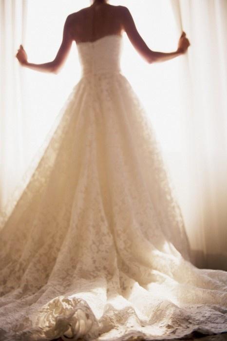 lace-train-wedding-dress