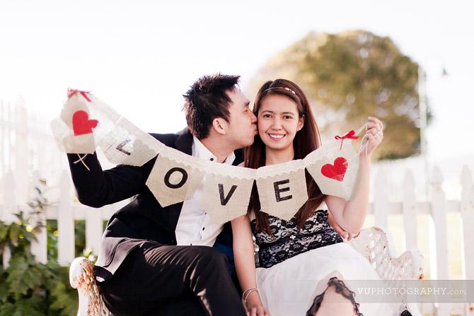 san-pedro-burlap-love-banner-kiss