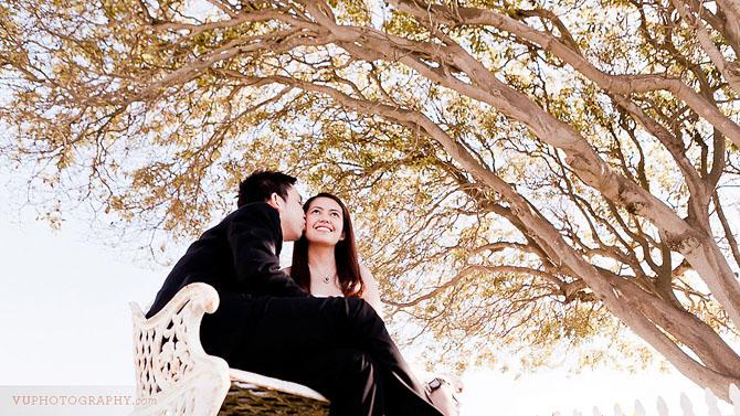 san-pedro-kiss-under-tree